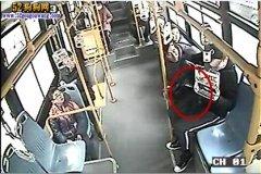 男子带宠物狗乘公交被拒!网友说